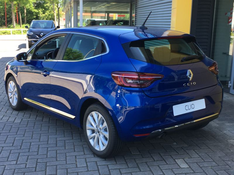 Renault Clio in Bleu Iron